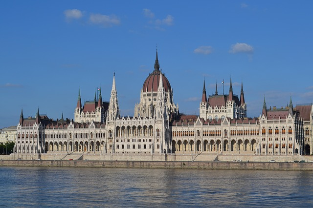 Maďarský parlament v Budapešti.jpg